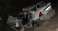 Kamyonet İle Otomobil Çarpıştı, 1 Ölü, 4 Yaralı