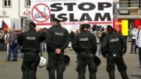 İSLAM KARŞITI - Irkçı Grup Hz. Muhammed Karikatürlerini Sergileyecek