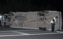 Minibüs İle Otomobil Çarpıştı Açıklaması 3'Ü Ağır 16 Yaralı