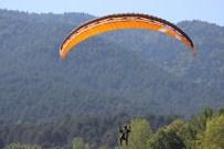 Yenicede Yamaç Paraşütçülerinin Uçuşları Sürüyor