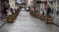 HÜSEYIN VURAL - Derme Sokağa Dekoratif Ahşap Saksı Yerleştirildi