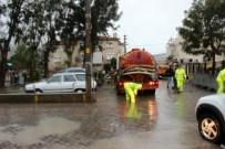 YAĞIŞ UYARISI - Foça'da Su Baskınları