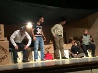 TURNE - Bitlis'te 'Nereye' Adlı Tiyatro Oyunu Sahnelendi