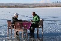 MANGAL KEYFİ - Donan Mogan Gölü Üzerinde Eşi İle Birlikte Kahvaltı Yaptı