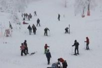 Yılbaşı Tatilcileri Kayak Merkezlerine Akın Etti