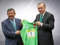 YÜCEL SEÇKINER - Atletizm Federasyonu'ndan Başkan Karabacak'a Ödül