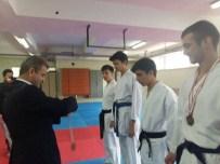 KENAN YILMAZ - Bilecik'te Lise Ve Ortaokullar Arası Karate Şampiyonası Yapıldı