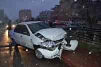FAHRI KESKIN - Bursa'da Kaza Açıklaması 2 Yaralı
