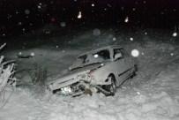 MİNİBÜS KAZASI - Tokat'ta Kar Yağışı Ve Buzlanma Kazaya Neden Oldu Açıklaması 4 Yaralı
