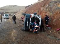 Elazığ'da Minibüs Devrildi Açıklaması 2 Yaralı