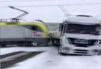 MAHMUT ÖZDEMIR - Tren TIR'ı Böyle Biçti !