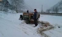 DAR SOKAKLAR - Vatandaşlar Kar Küreme Aracını Kendisi Yaptı