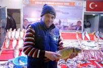 BALIKÇI ESNAFI - Kar Yağdı Balık Satışları Arttı