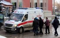 ÇAYKARA CADDESİ - Erzurum'da Çatılardan Düşen Buz, Tehlike Saçıyor