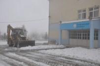 ENGELLİ PERSONEL - Siirt'te Okullar Tatil Edildi