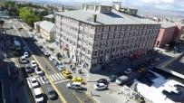 YAĞMUR SUYU - Büyükşehir Kentin Tarihi Cumhuriyet Caddesi'ni Yeniliyor