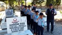 HAT SANATı - İzci Gençler Sezonu Şehit Mezarını Ziyaret Ederek Açtı
