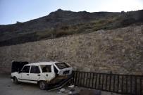 ACIL SERVIS - Gümüşhane'de Otomobil Duvardan Düştü Açıklaması 4 Yaralı