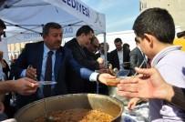 ÖMER KARAMAN - Başkan Karabacak, Muharrem Ayı Münasebetiyle Vatandaşa Aşura Dağıttı