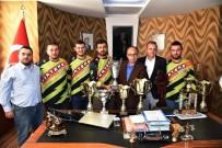 ULUSLARARASI ORGANİZASYONLAR - Başkan Üzülmez, Motosiklet Kulübü Başkanı Ve Yönetimini Ağırladı