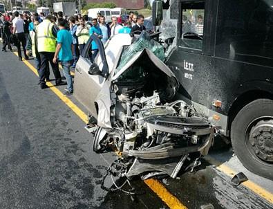 İstanbul Sefaköy'de otomobil metrobüs yoluna girdi