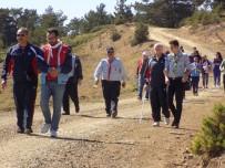 ALTI NOKTA KÖRLER DERNEĞİ - İzcilerle Görme Engelliler Dağ Başında Yürüyüş Yaptı