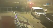 YAŞAM MÜCADELESİ - Otomobil Halı Saha Maçına Giden Gençlerin Arasına Daldı