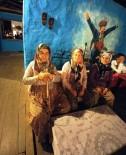 MURSALLı - Tarihi Birgi'de Sahnelenen Oyuna Büyük İlgi
