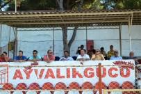 AYVALIK BELEDİYESİ - Ayvalık Hüsnü Uğural Stadyumunda Tribünler Yenileniyor
