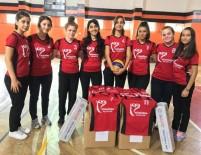 SATRANÇ - Belediyeden Öğrencilere Spor Malzemesi Yardımı