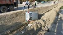 HITIT ÜNIVERSITESI - Kontrolden Çıkan Otomobil Dereye Uçtu