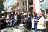 ABDULLAH ÖZER - Mamak Belediye Başkanı Akgül Aşure Dağıttı