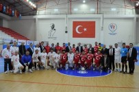 HÜSEYIN AKSOY - Amatör Spor Haftası'nda Dostluk Maçı Düzenlendi