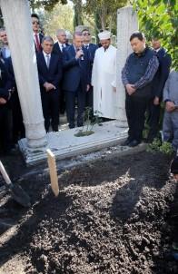 Cumhurbaşkanı Erdoğan, Kemal Unakıtan'ın kabri başında Kur'an okudu