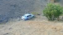 GÖVDELI - Otomobil Şarampole Uçtu Açıklaması 4 Yaralı