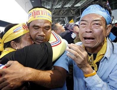 Tayland'da kral için 1 yıl yas
