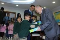 ZÜLKIF DAĞLı - Vali Zülkif Dağlı, Suriyeli Çocukları Sevindirdi