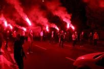 POLİS MÜDAHALE - Beşiktaş Kafilesine Taraftarlardan Yoğun İlgi