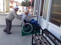 YENIDOĞAN - Engelli Vatandaşlar İçin Camiye Engelli Rampası Yaptılar