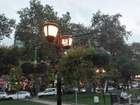 ONARIM ÇALIŞMASI - İzmit'te Parklar Işıl Işıl Oluyor