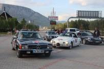 KLASİK OTOMOBİL - Klasik Otomobiller Görenlerini Hayran Bıraktı