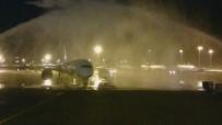 GÖVDELI - Özbek Uçağına 'Su Takı' İle Karşılama