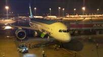 GÖVDELI - Özbekler'in İlk 787 Dreamliner Uçağına 'Su Takı' İle Karşılama