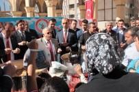AHMET YESEVI - Protokol Aşure Dağıtırken 'O' Birasını Yudumladı