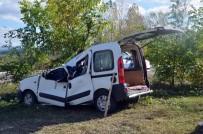 Yoldan Çıkan Kamyonet Tarlaya Uçtu Açıklaması 1 Ölü, 2 Yaralı