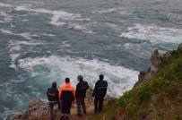 UMUTLU - Balık Tutarken Denize Düşen Şahsı Arama Çalışmaları Sürüyor