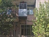ENGELLİ ASANSÖRÜ - Dinar Belediyesi Engelli Kızın Evine Asansör Yaptı