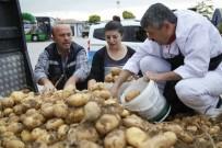 ODUNPAZARI - Mahalle Halkı, Taşeron İşçilere Dağıtılmak Üzere 3 Ton Patates Bağışladı