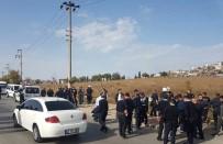 SİVİL POLİS - Araması Olan Şahıs Polisle Çatıştı, Yakınları Polise Saldırdı