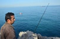 BALIK TUTMAK - Balık Tutarken Denize Düşen Amatör Balıkçıyı Arama Çalışması Sürüyor